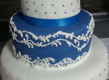 Торт бело-голубой